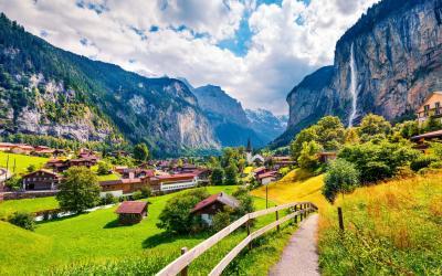 Sveicarija   Lauterbrunnen village