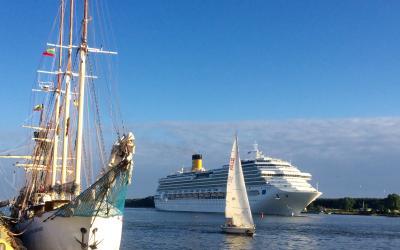 Kruizinis laivas ir burlaivis (Romena)