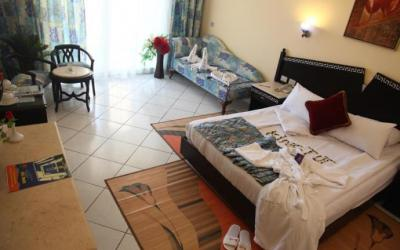 egiptas-hurgada-King-tut-aqua-park-beach-resort-room2